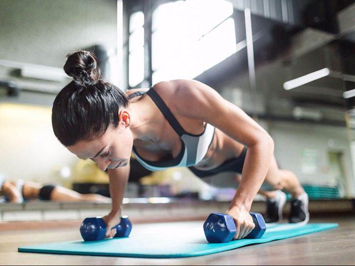 Mal de tête: évitez de prendre des médicaments avant d'aller au gym.