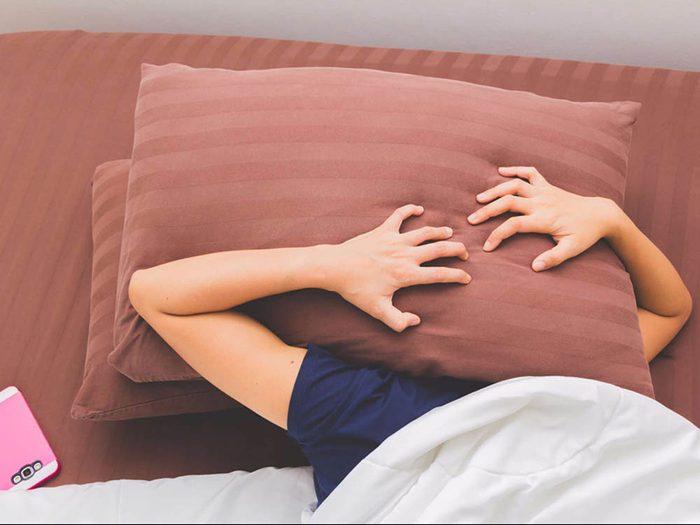 Des habitudes de sommeil réduisent le mal de tête.