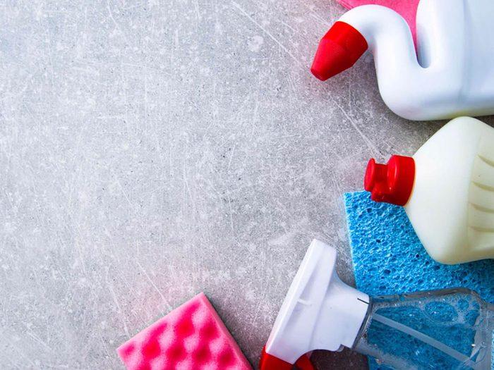L'odeur des produits ménager peut donner mal à la tête.