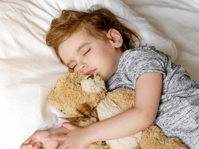 Évaluer les habitudes de sommeil de son enfant pour la rentrée scolaire.