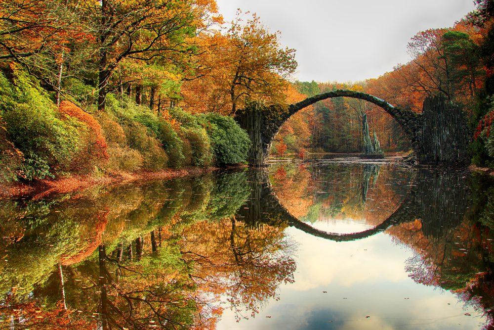 Le pont de Rakotz est situé en Allemagne.