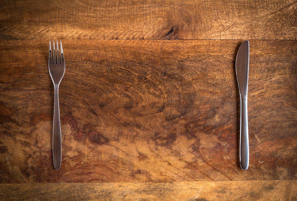 Priver votre corps pendant de longues périodes est une façon d'inviter le gras à s'incruster autour de votre ventre.