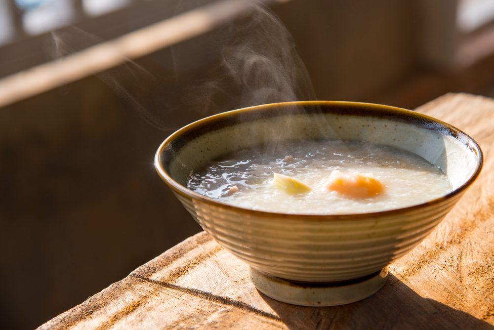 Le congee est un pouding de riz.