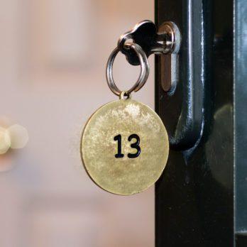 20 superstitions étranges à travers le monde