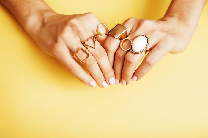 Superstitions: se couper les ongles la nuit