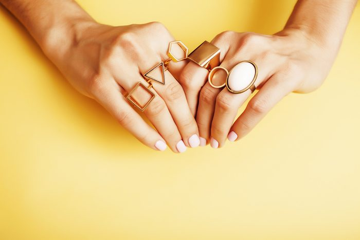 Superstitions: se couper les ongles la nuit