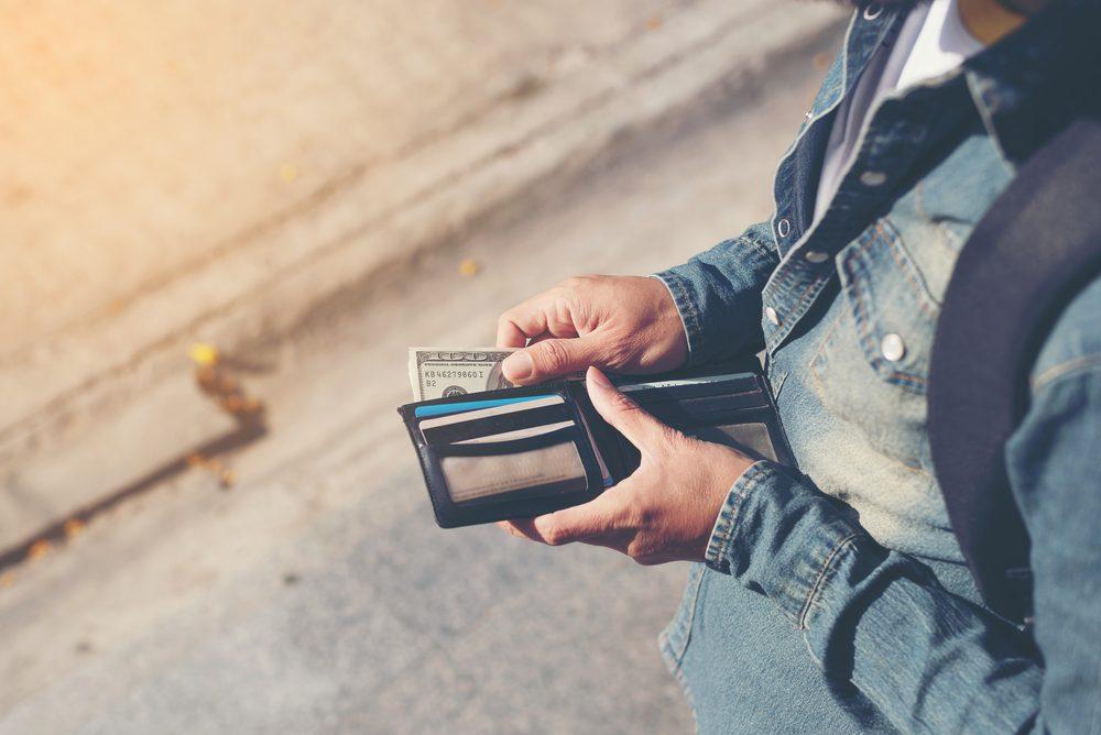 Superstitions: ne jamais laisser tomber son portefeuille.