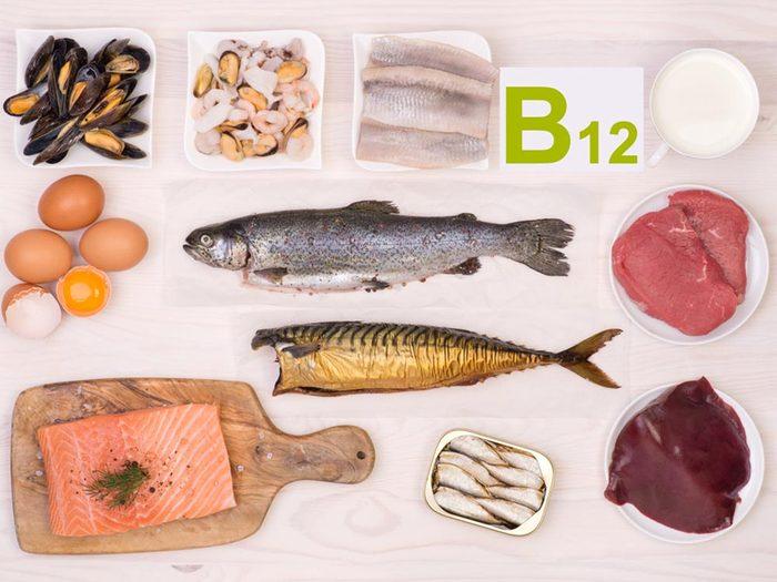 Une carence en vitamine B12 peut causer l'anémie et la démence.