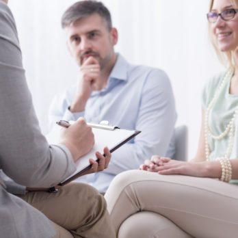 19 choses que votre conseiller conjugal connaît à propos de votre relation – mais qu'il ne vous dit pas!