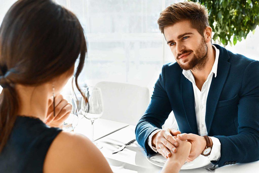 Les femmes qui veulent une relation profonde ne voudront pas sortir avec quelqu'un qui s'amuse.