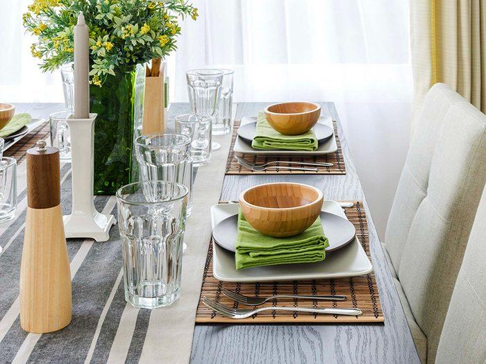 Pour désencombrer, mettez toujours la table.