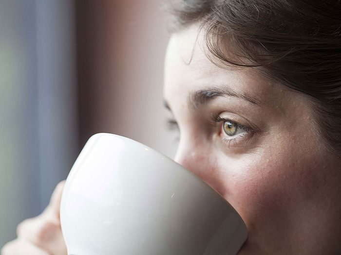 Être tout le temps fatigué peut constituer un signe de fibromyalgie.
