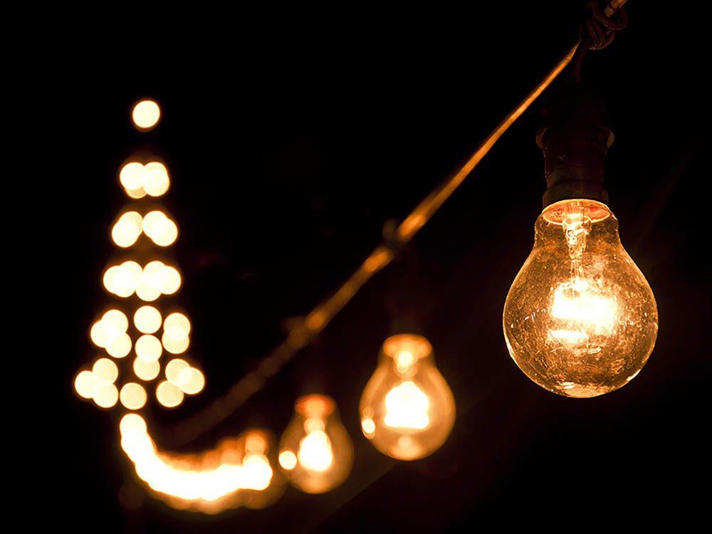 Pour combattre l'insomnie, diminuez les lumières dans toute la maison.