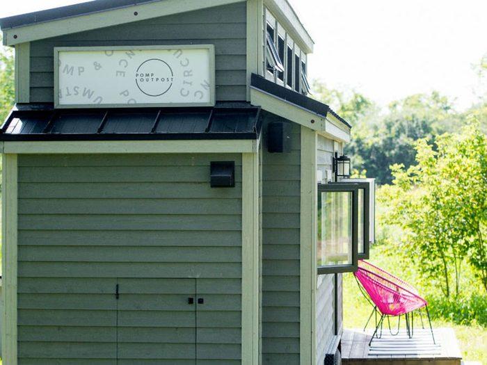 Cette mini-maison mesure 250 pieds carrés.
