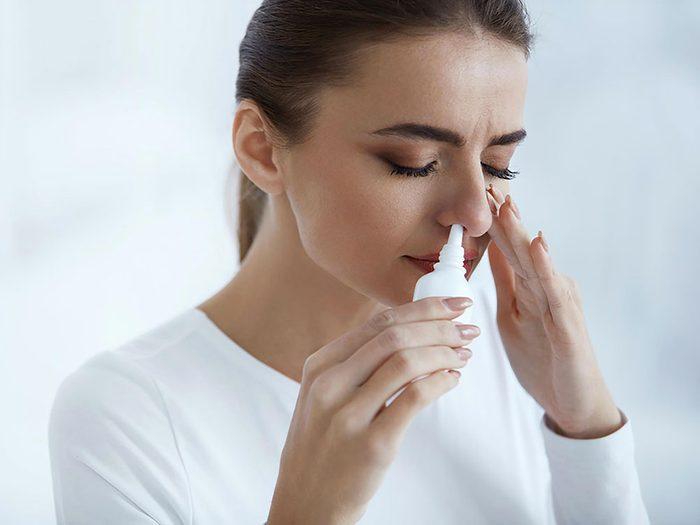 La congestion nasale et la perte de l'odorat.