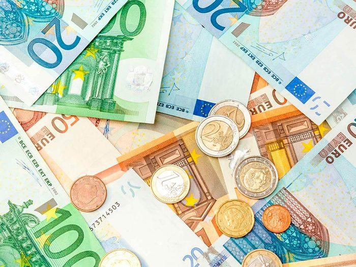 Pour les pourboires, ayez toujours de l'argent en devises locales