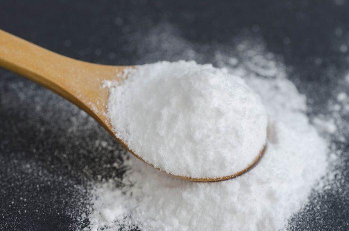 Remède naturel contre le mal de gorge : le bicarbonate de soude.