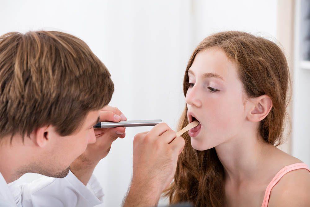 Si un remède naturel contre le mal de gorge ne suffit pas, consultez un médecin.