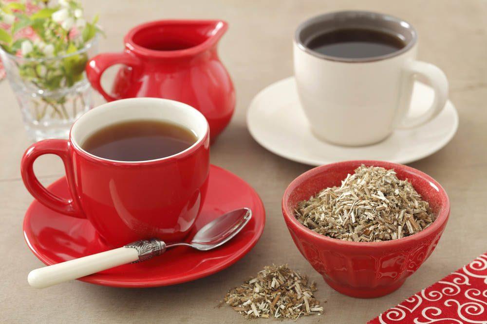 Remède naturel contre le mal de gorge : buvez une infusion de marrube.