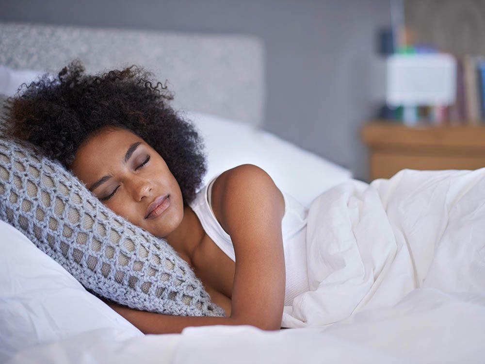 Un spasme musculaire peut arriver après une nuit dans une mauvaise position.