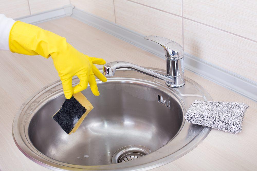 Lavez vos éponges puantes