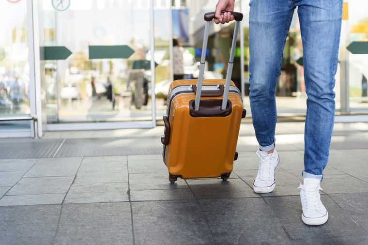 Les valises rigides à roulettes sont à privilégier lorsqu'on voyage en avion.