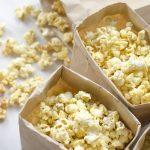 Voici le secret étonnant pour faire un popcorn santé au four à micro-ondes