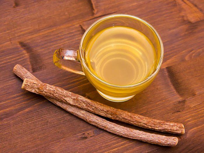 Utilisez du thé à la réglisse contre vos aphtes.