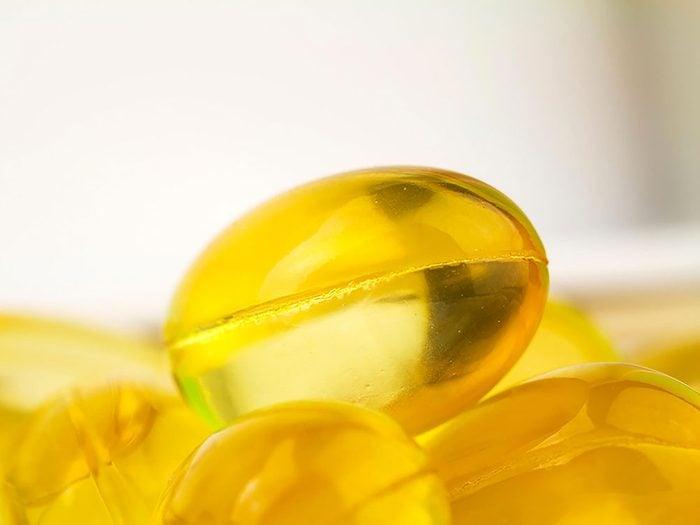 Coupez une capsule de vitamine E et pressez un peu de liquide sur l'aphte.