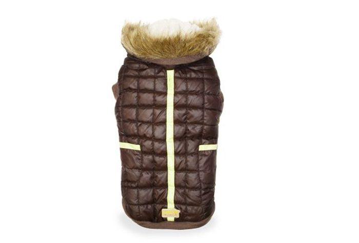 Votre chien n'aura plus froid lors de vos promenades si vous lui donner ce manteau en cadeau!