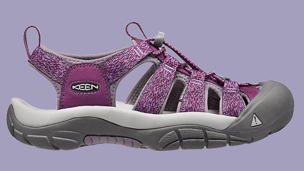Cadeau de voyage pour globe-trotter: des souliers de marche