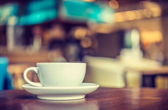 Toujours utiliser une tasse à café blanche