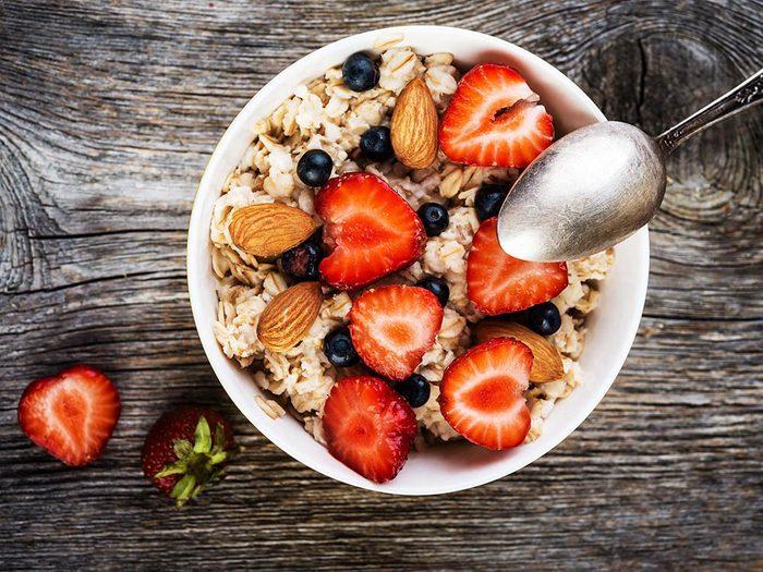 Collations santé: le gruau aux fruits.