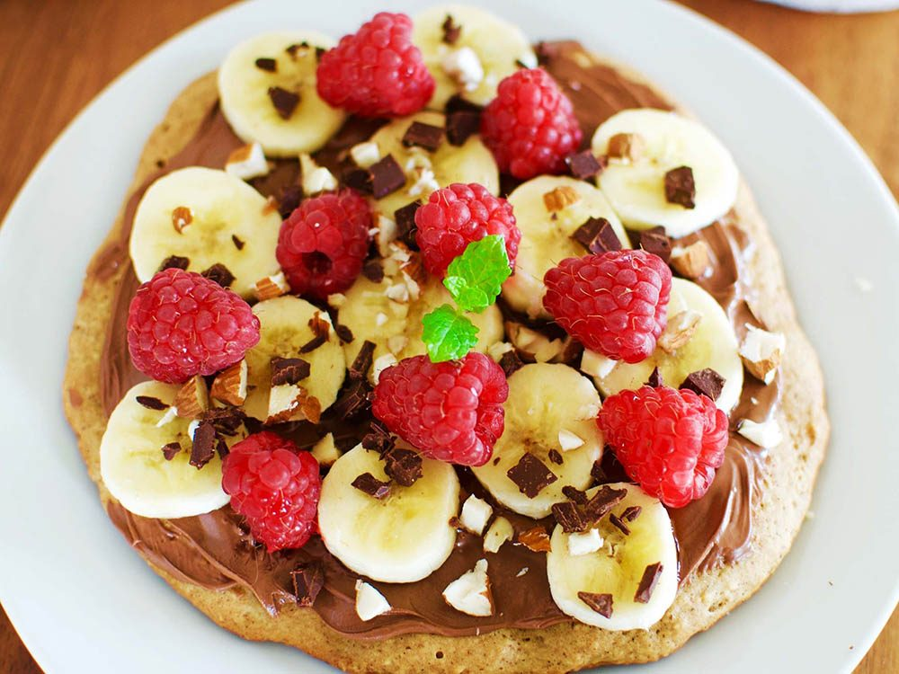 Collations santé: bouchées aux bananes et fraises.