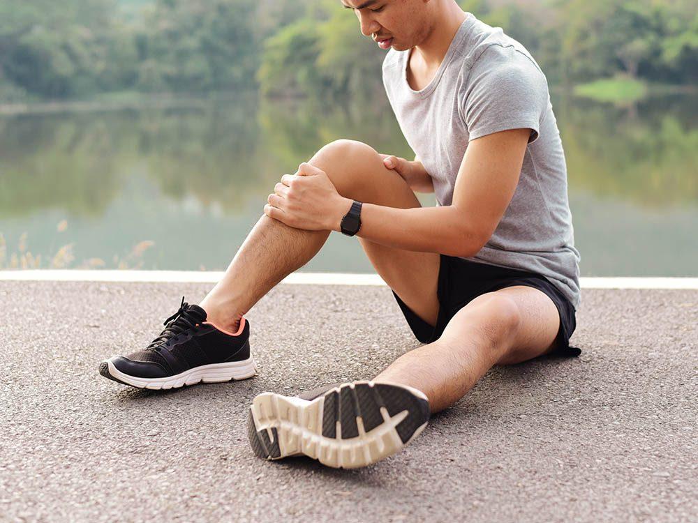 Le genou peut subir des blessures et des inflammations.