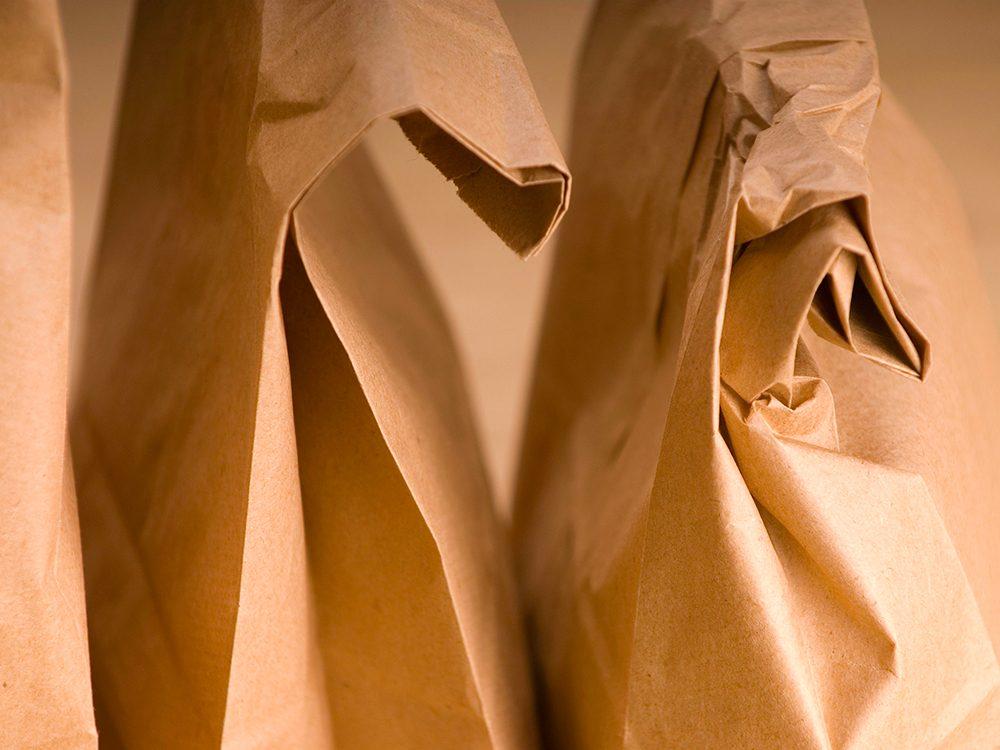 Remède contre le mal de dents: le vinaigre et le papier brun.