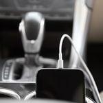 14 objets très utiles à garder dans sa voiture