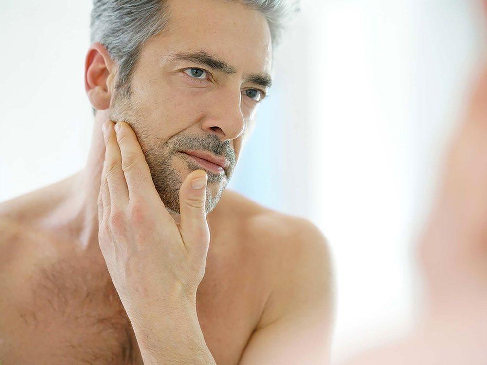 La baisse de testostérone est-elle inévitable avec l'âge?