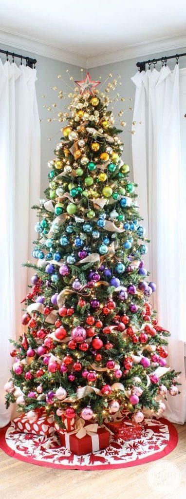Décorez votre sapin de Noël aux couleurs de l'arc-en-ciel
