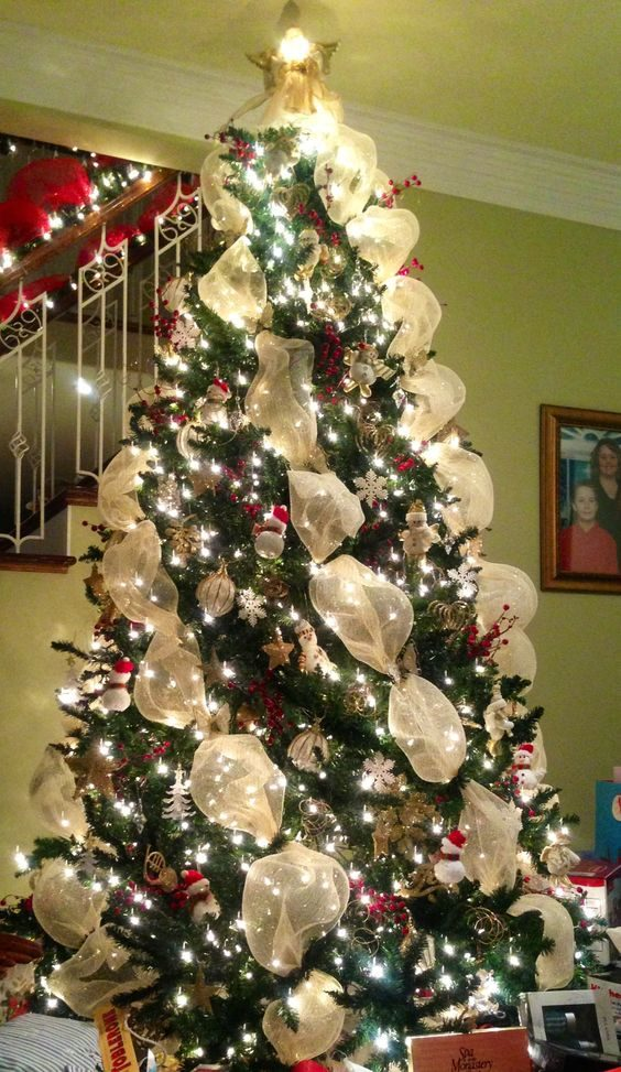 Jouez avec des rubans pour décorer votre sapin de Noël