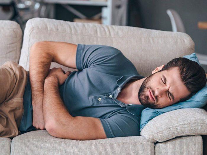Si vous avez mal au ventre, c'est que vous buvez peut-être trop de café.