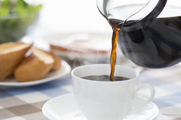 Toujours verser son café dans une tasse chaude