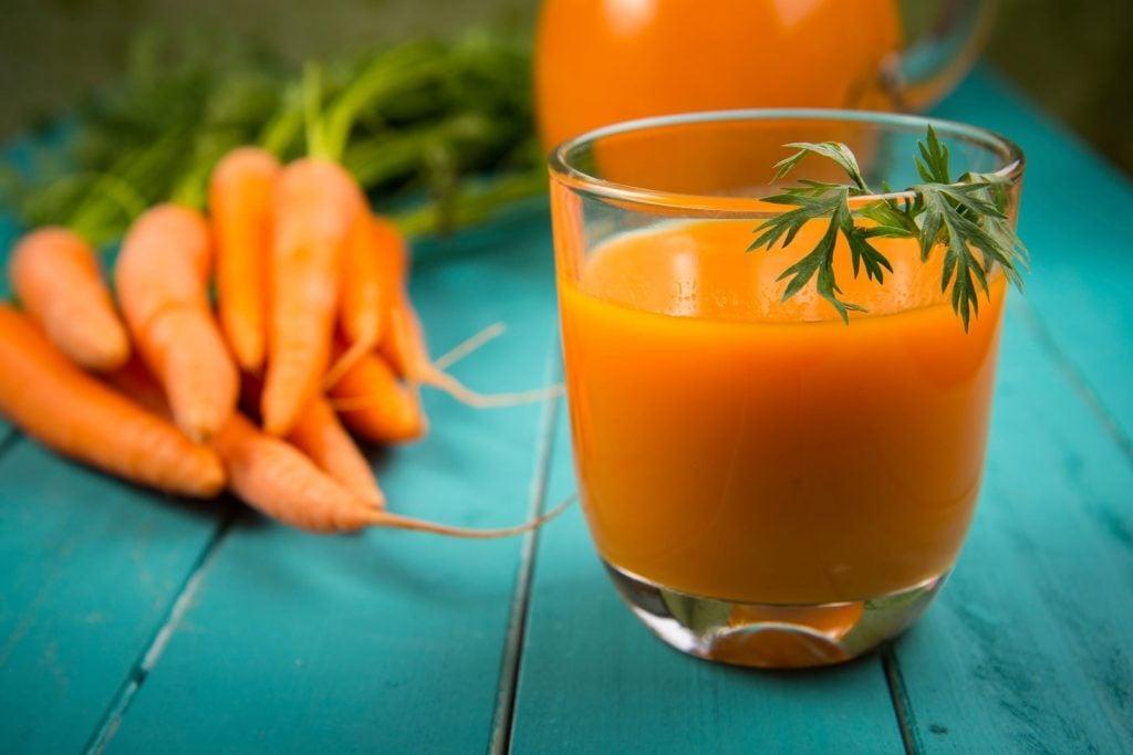 Le jus menthe et carottes