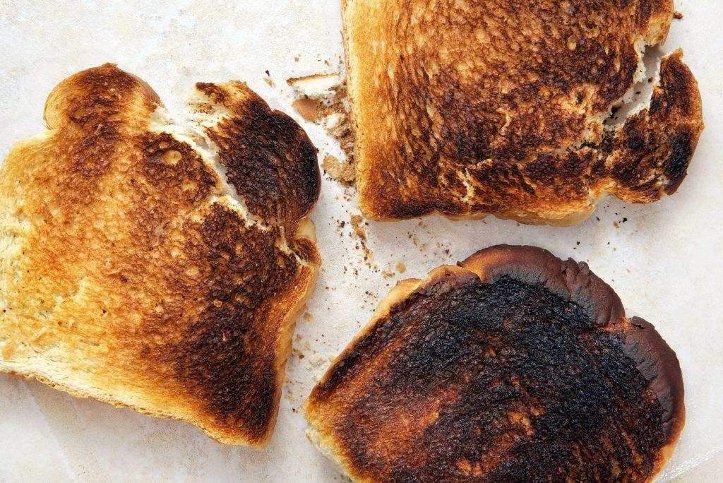 Le pain légèrement brûlé