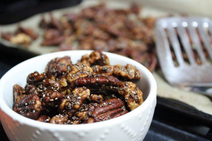 Aliment que l'on croit sans produits laitiers : les noix enrobées.