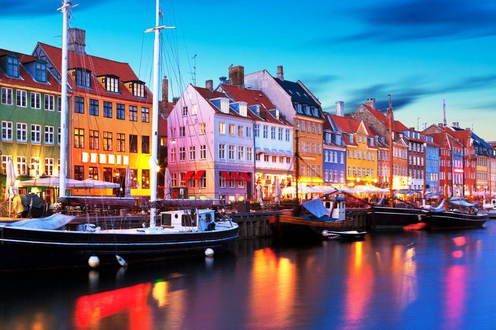 Réveillon du Nouvel An au Danemark = détruire un jour de vaisselle