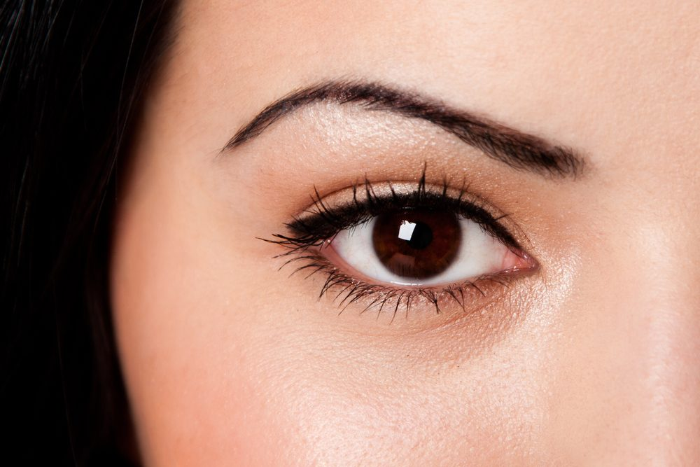 Le large trait d'eye-liner