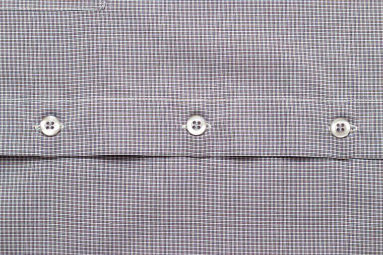 Nettoyer à sec les chemises abîment les fibres de coton.