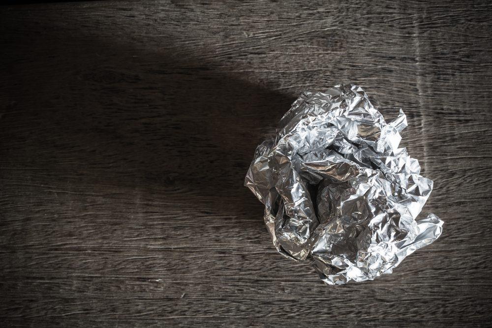 Du papier aluminium pour récurer les casseroles