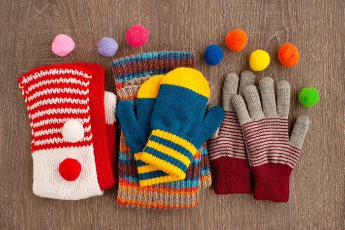 Mettre ses gants en tricot à la sécheuse peut les rétrécir.